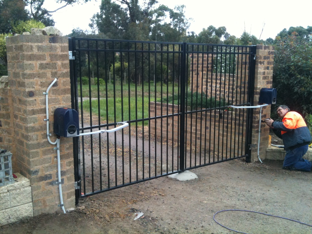 how do electric gates operate