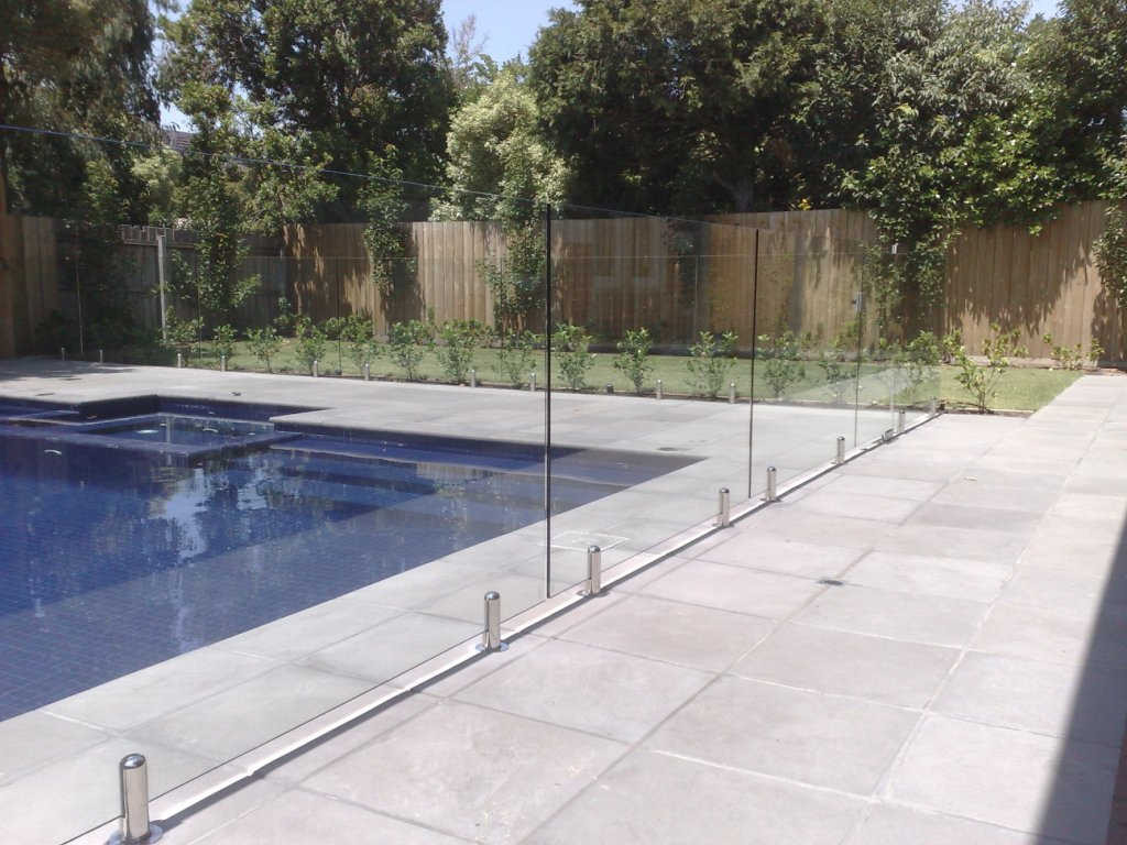 Frameless glass spigots