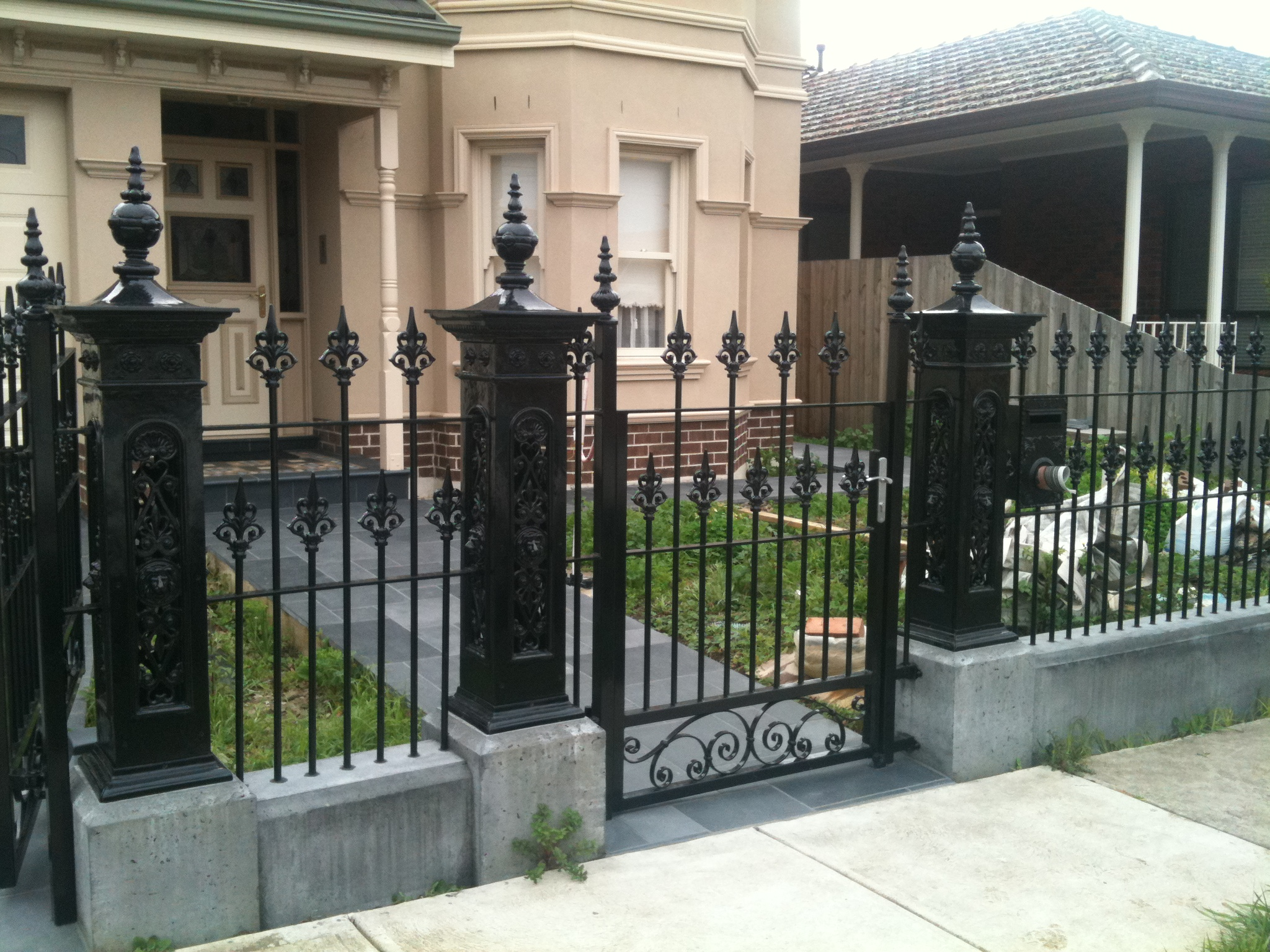 Front fences melbourne front yard fencing front garden for Front garden fence designs