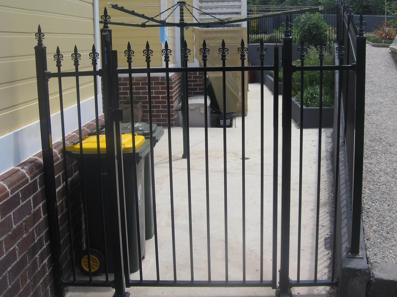 Spear Top Pool Gate