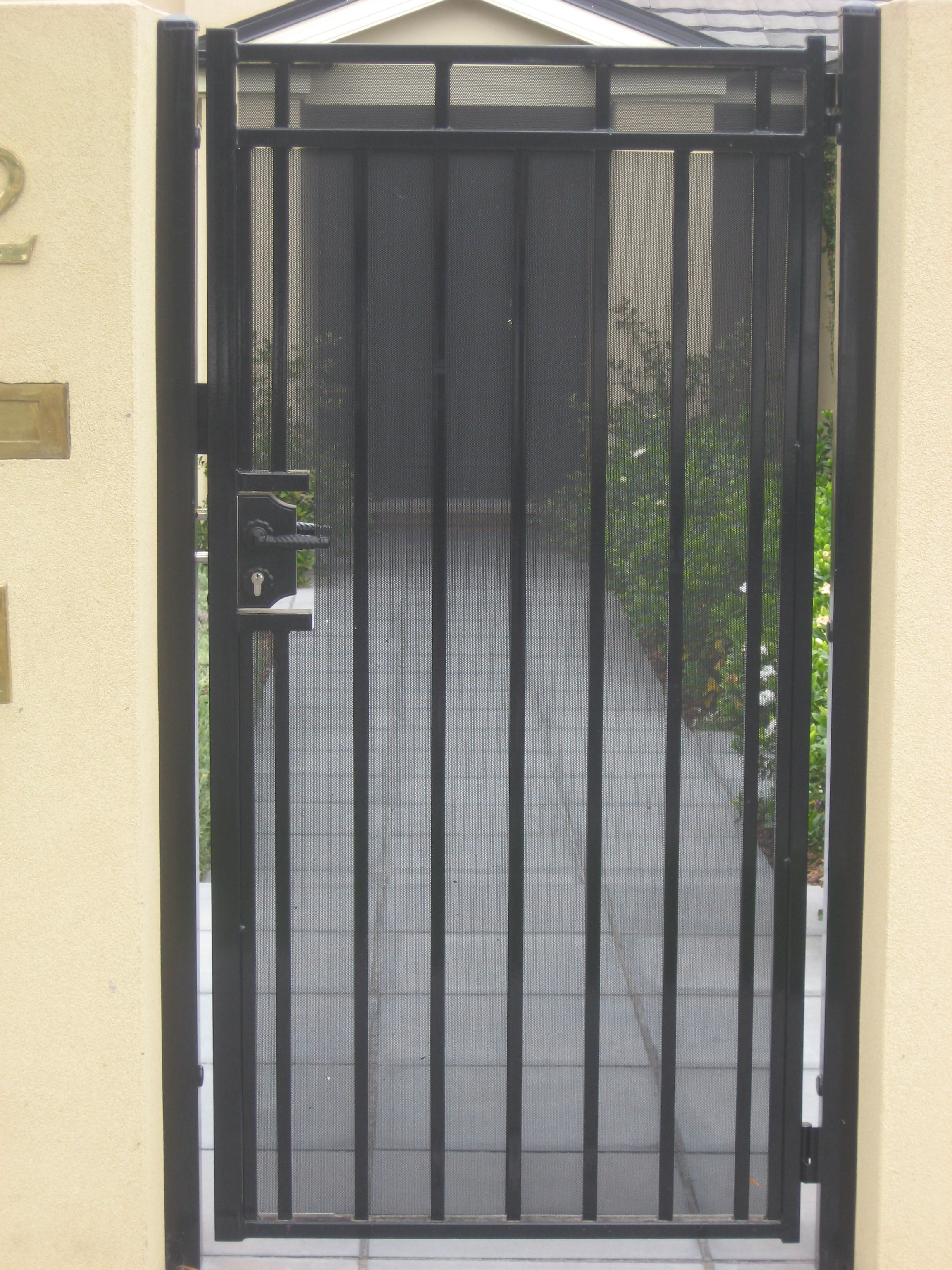 Single Gate With Mesh Amp Key Lock Handle